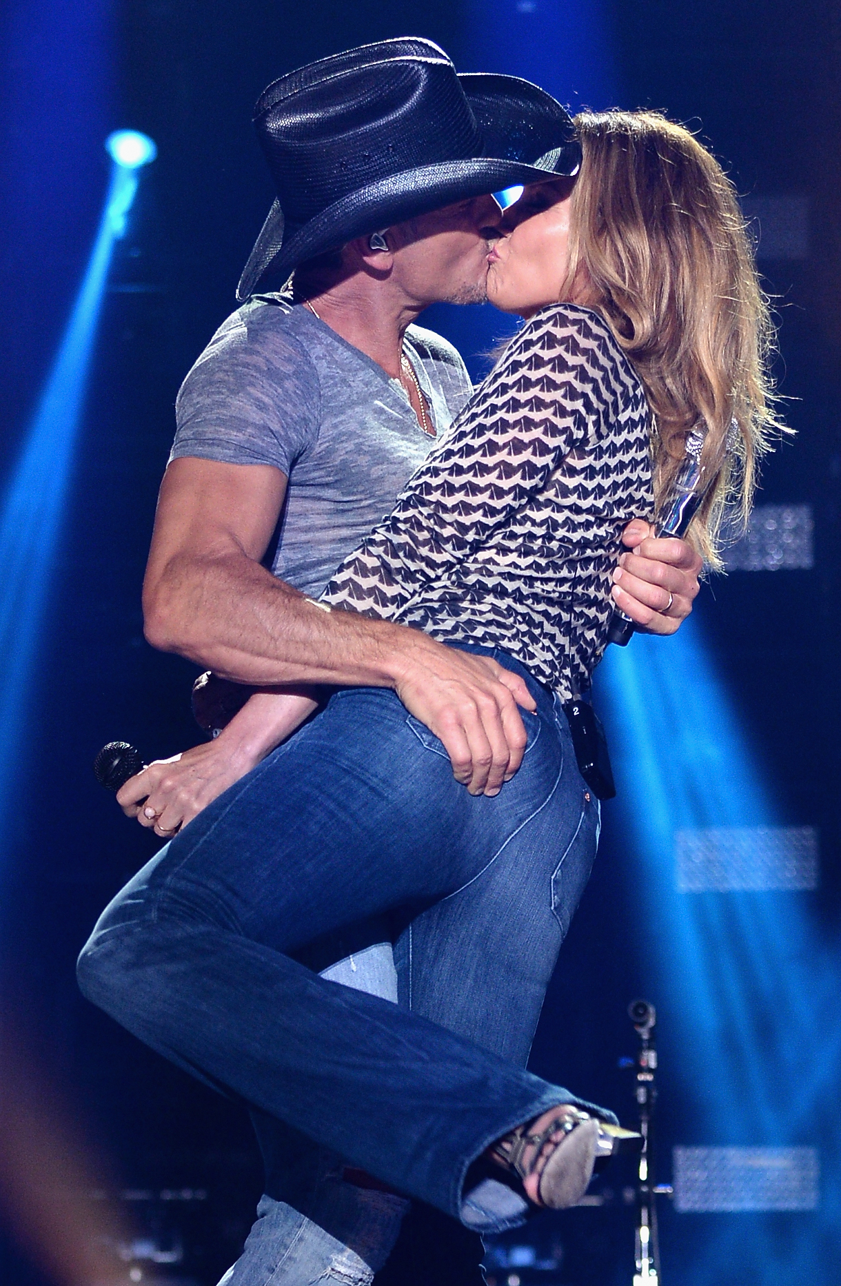 "Tim McGraw Divorce Rumors Are False: Singer Tears Up When Talking About  Wife Faith Hill Say She ""Amazes Me Every Night"" : MStarsNews"